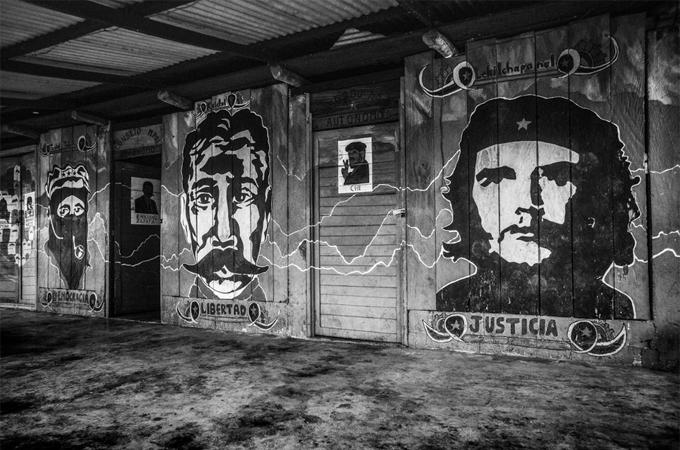 Im Mai 2014 gab Subcomandante Marcos bekannt, sich aus dem Licht der Öffentlichkeit zurückziehen zu wollen. Es brauche keinen Chef oder Anführer, keinen Messias oder Erlöser für Rebellion und Kampf. Quelle: kwerfeldein.de