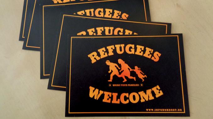 aufkleber refugees welcome jetzt bestellen infoportal f r antifaschistische kultur und. Black Bedroom Furniture Sets. Home Design Ideas