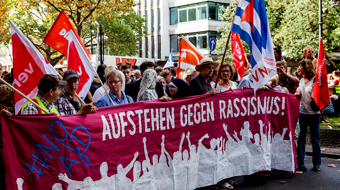 Foto_demonstration.aufstehengegenrassismus_via.antifa.vvn-bda.de
