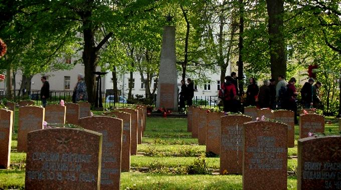 Foto_FriedhofdergefallenenRotarmisten_Rostock_via.VVNBdARostock