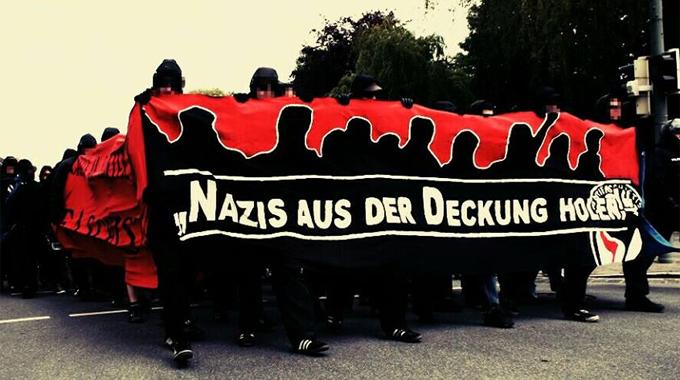 Foto_AntiFaDemo.NazisausderDeckungholen