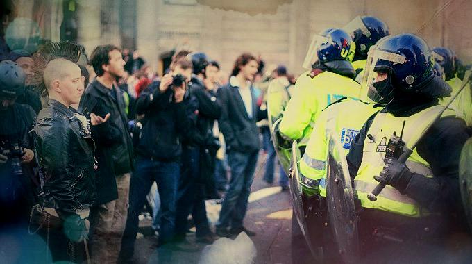 Foto_polizeiblockiertprotest
